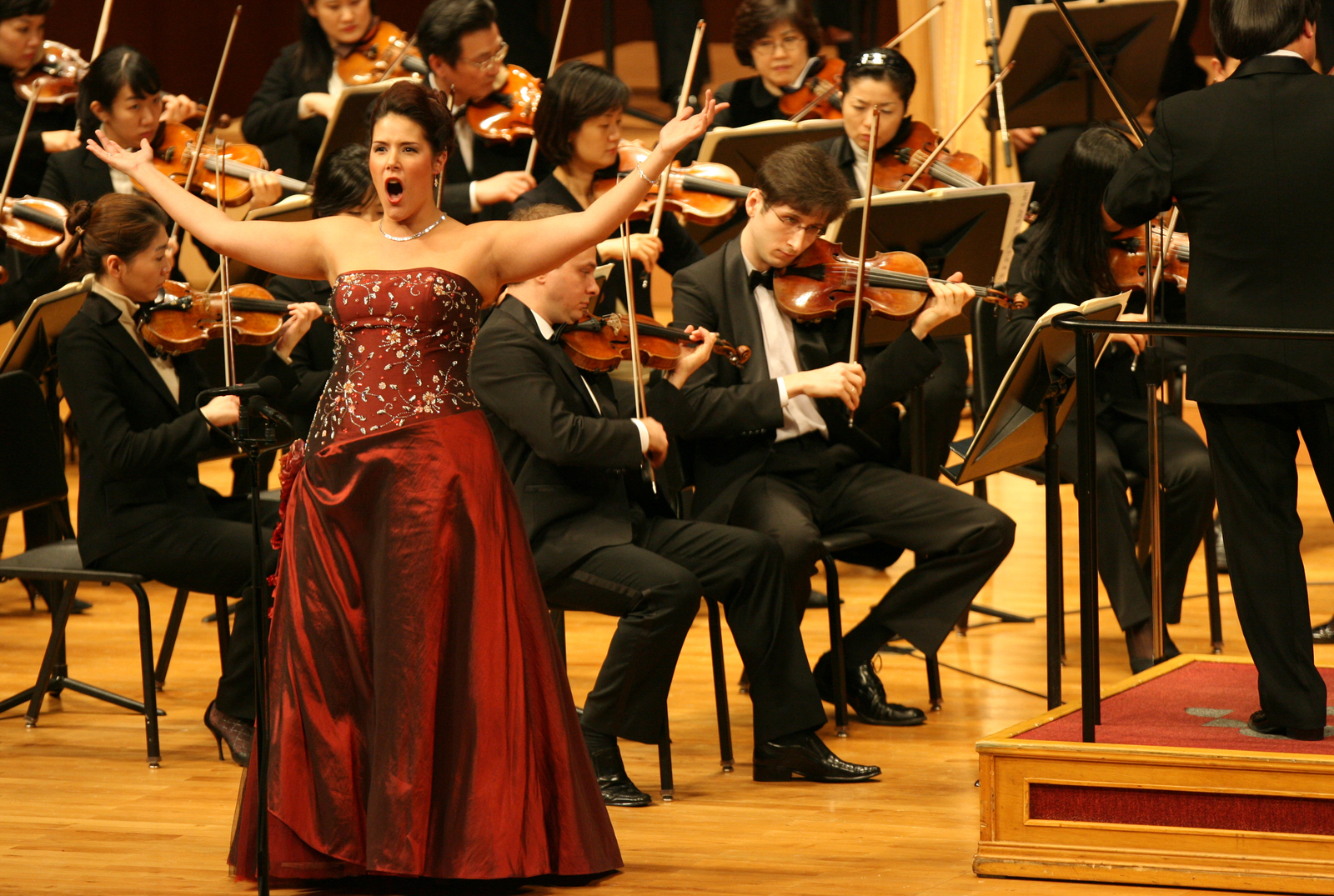Talamantes performing with Seoul National Philharmonic